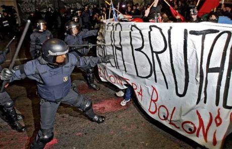 policia_carga_antibolonia