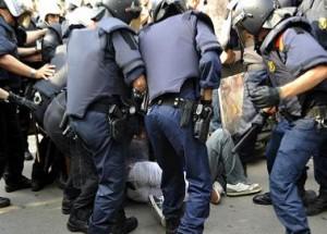 Desalojo-policial-barcelona-300x215